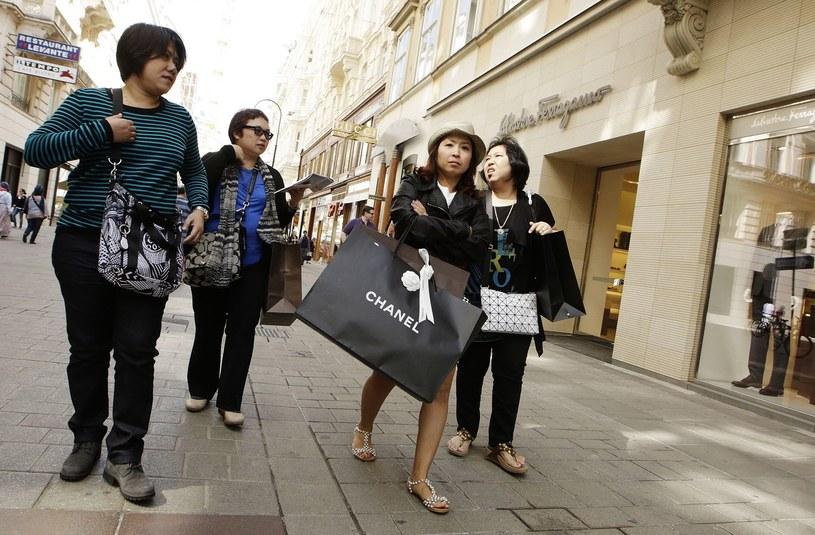 Turyści na Kohlmarkt /AFP
