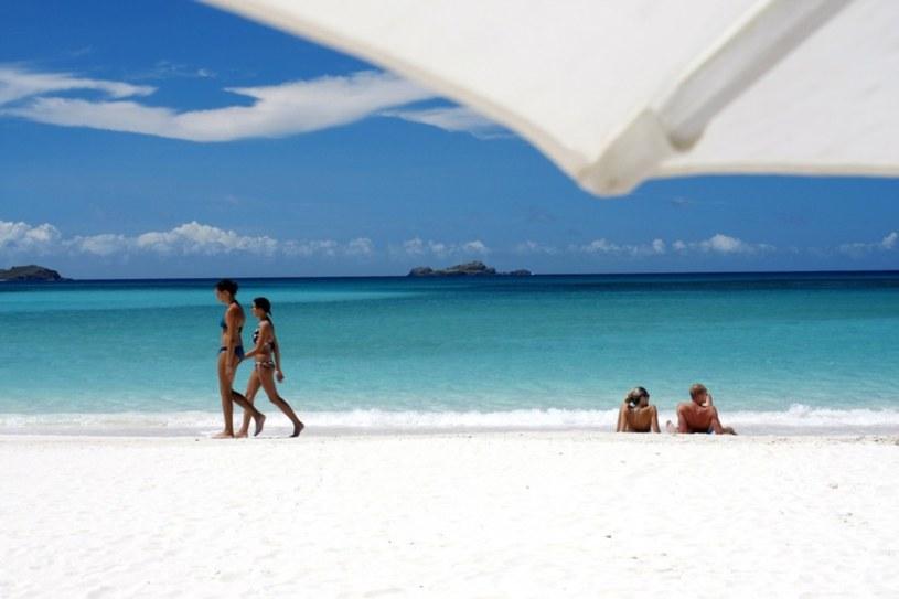 Turyści na plaży /East News