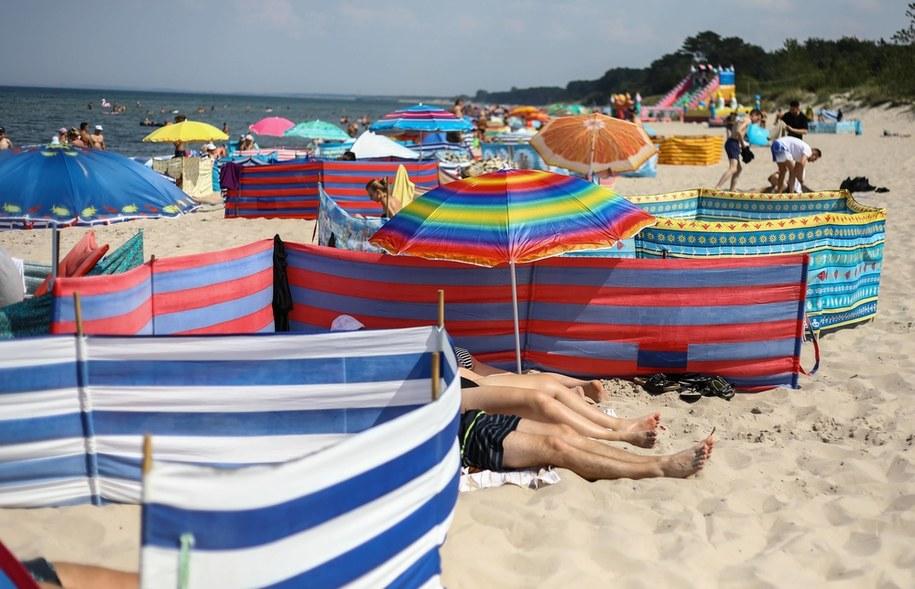 Turyści na plaży /Rafał Guz /PAP