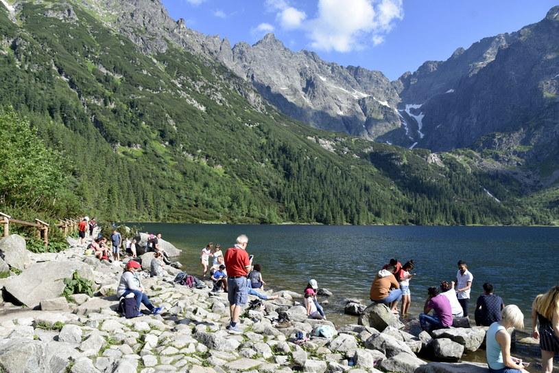 Turyści nad Morskim Okiem, zdj. ilustracyjne /Albin Marciniak /East News