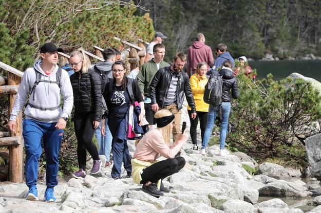 Szlaki w Tatrach przeżywają oblężenie: Brak miejsc parkingowych i gigantyczne korki