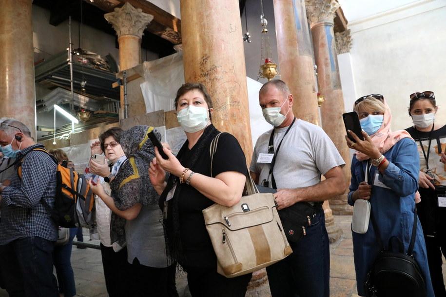 Turyści przed Bazyliką Narodzenia Pańskiego /ABED AL HASHLAMOUN    /PAP/EPA