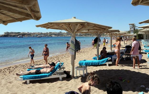 Turyści w egipskim kurorcie Szarm el-Szejk nad Morzem Czerwonym /KHALED ELFIQI   /PAP/EPA