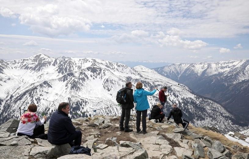 Turyści w Tatrach / Grzegorz Momot    /PAP