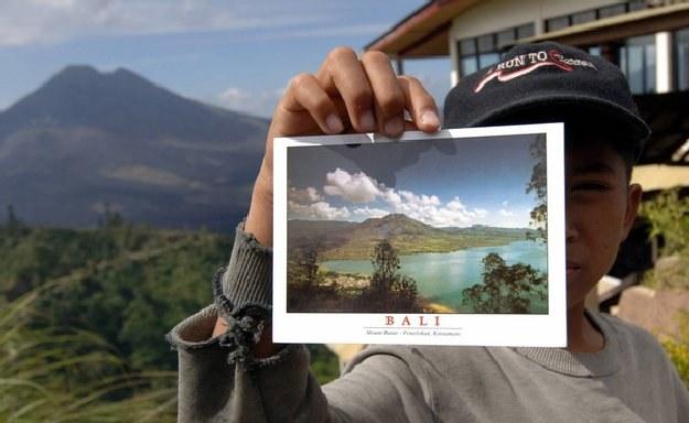Turyści wybrali się na wycieczkę na Mount Batur /AFP