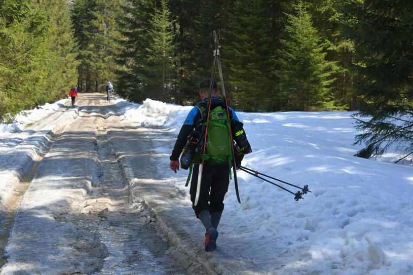 Turysta na szlaku w Tatrach /pawel murzyn /East News