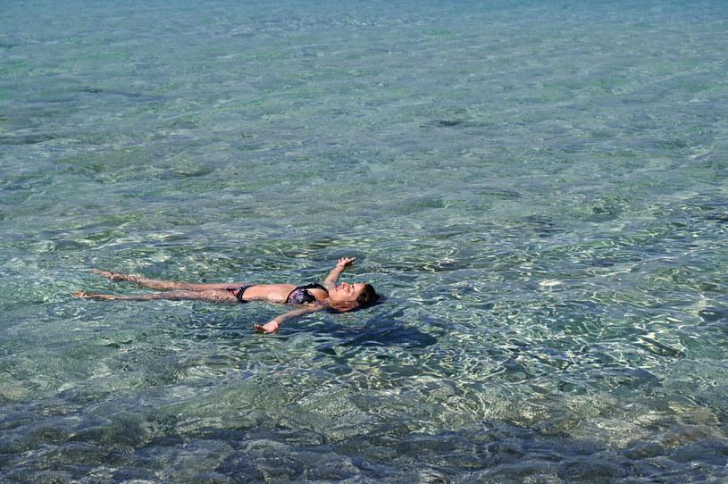 Turystka wypoczywająca w Grecji /AFP