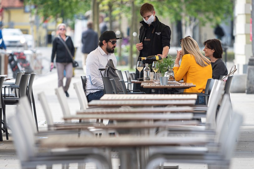 Turystyka uderza w sprzedaż wina /AFP