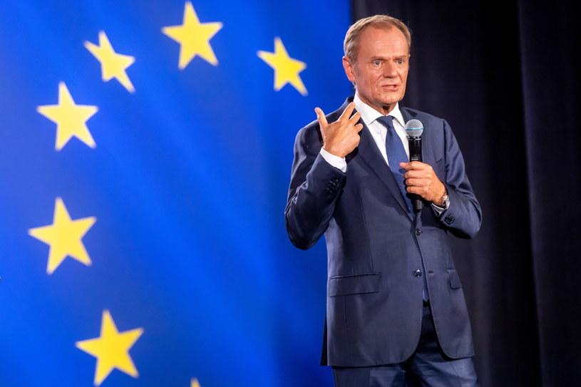 Tusk: Jarosławie, wyjdź do ludzi i powiedz, co zamierzasz zrobić z zielonymi ludzikami /Tytus Żmijewski /PAP