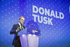 Tusk na kongresie EPL krytykuje działania Viktora Orbana
