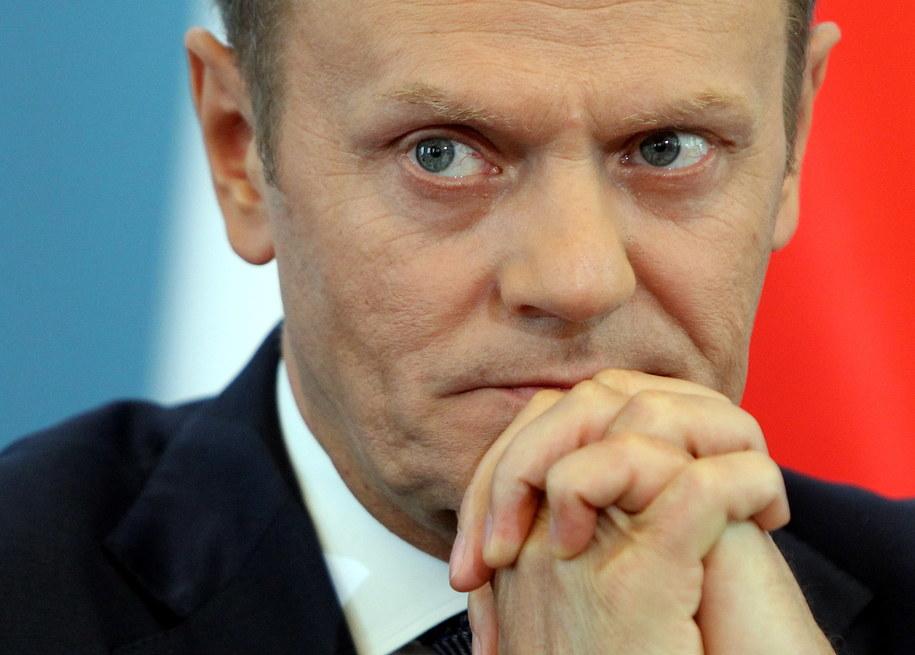 Tusk o Macierewiczu: Nie walczy o prawdę, ale o swoją pozycję w PiS /Radek Pietruszka /PAP
