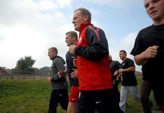 Tusk woli teraz biegać niż grać z kolegami w piłkę, fot. M. Lasyk /Reporter