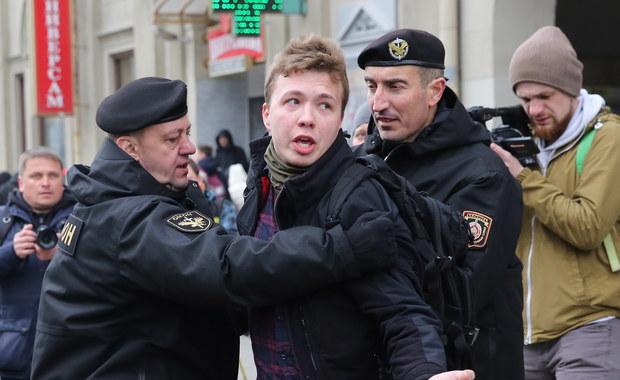 """""""Tutaj czeka mnie kara śmierci"""". Pasażerowie relacjonują wydarzenia z lotniska w Mińsku"""