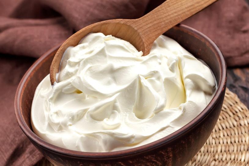 Twarogowy balsam łagodzi, koi i nawilża suchą, podrażnioną skórę /123RF/PICSEL