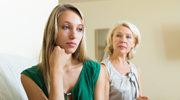 Twoi rodzice traktują cię surowiej niż siostrę? Spróbuj to zmienić