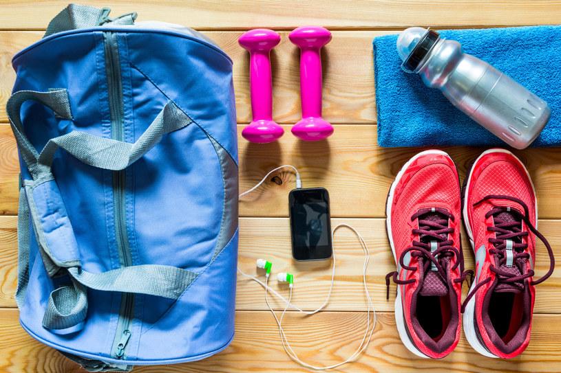Twój facet uwielbia aktywny styl życia? Spraw mu przydatny gadżet na siłownię lub poranny jogging /123RF/PICSEL