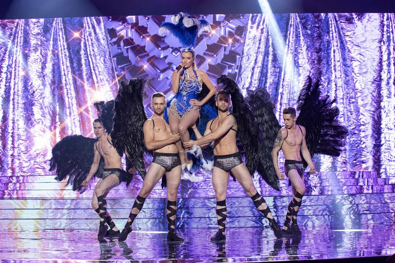 """""""Twoja Twarz Brzmi Znajomo 10"""": Katarzyna Maciąg jako Kylie Minogue w piosence """"In Your Eyes"""" /M. Zawada /Polsat"""
