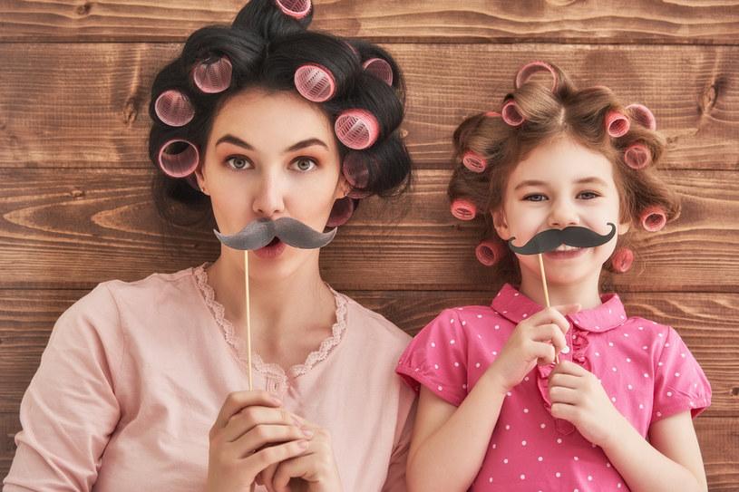 Twoje dzieci na pewno postarają się w Dzień Matki o laurkę, ale oprócz tego możecie razem zrobić coś fajnego /Picsel /123RF/PICSEL
