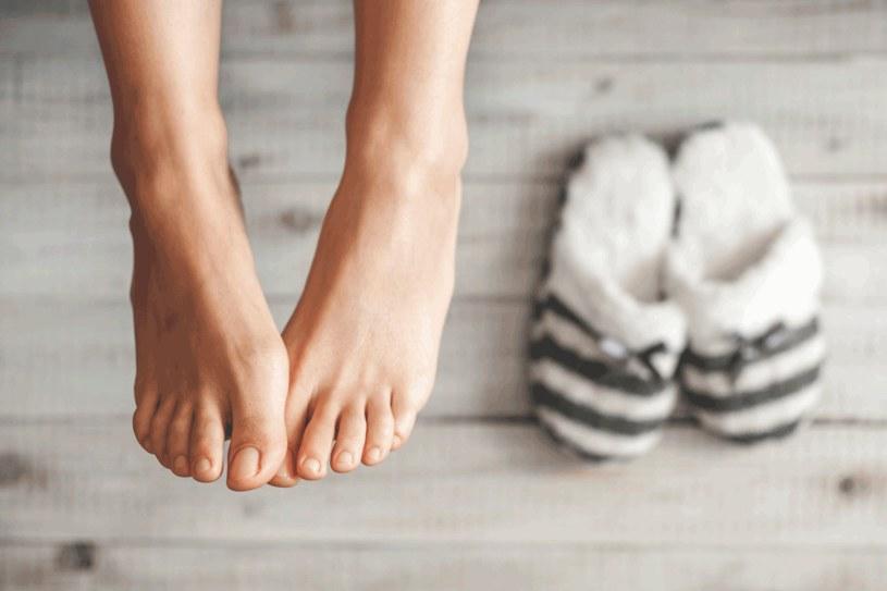 Twoje stopy sa ciągle zimne? Koniecznie wypróbuj kremy o działaniu rozgrzewającym /123RF/PICSEL