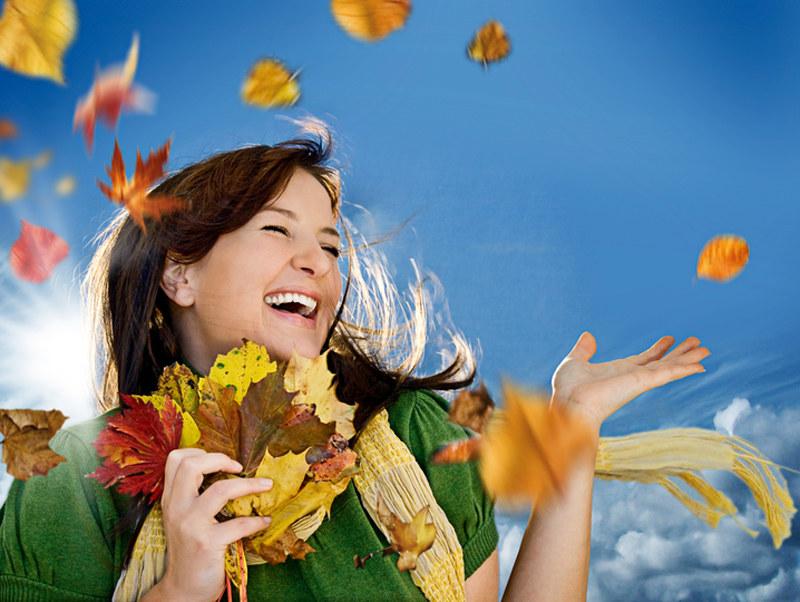 Twoje włosy nie muszą cierpieć z powodu jesieni  /© Panthermedia