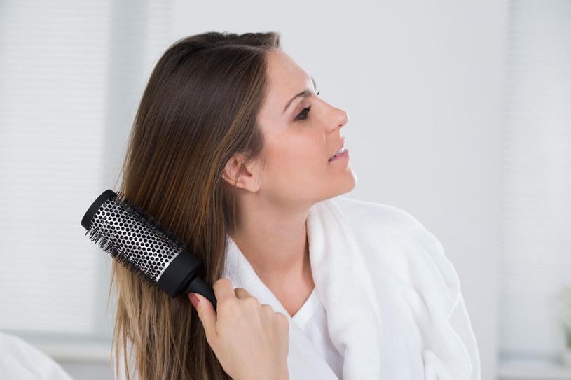 Twoje włosy wciąż się przetłuszczają? Wypróbuj proste, sprawdzone rozwiązania! /123RF/PICSEL