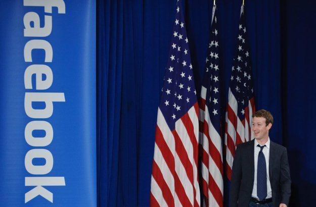 """Twórca Facebooka na chwilę przed spotkaniem z prezydentem USA - co zastąpi """"Fejsa""""? /AFP"""