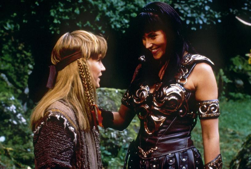 Twórcy nigdy nie pokazali wprost, że uczucie łączące Xenę i Gabrielle (Renee O'Connor) to coś więcej, niż przyjaźń. /AKPA