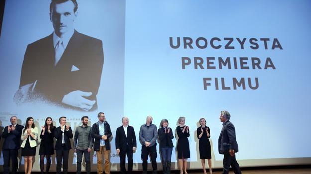 """Twórcy podczas premiery filmu """"Karski i władcy ludzkości"""" w muzeum POLIN / fot. Tomasz Gzell /PAP"""