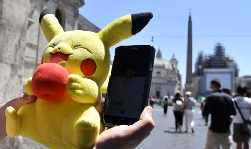Twórcy Pokemon Go nie przestają rozwijać swojego projektu /AFP