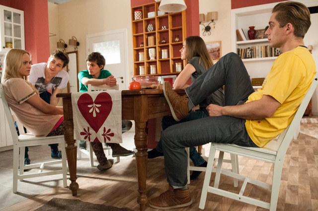 Twórcy serialu postanowili zadbać o przyciągnięcie młodszej widowni /Agencja W. Impact