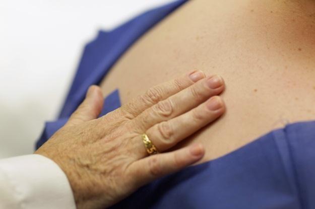 Tworząc ten materiał naukowcy podglądali ludzką skórę /AFP