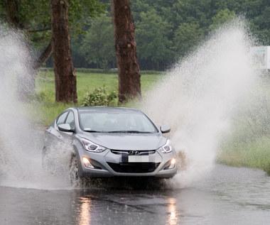 Ty też jeździsz w deszczu na światłach do jazdy dziennej?
