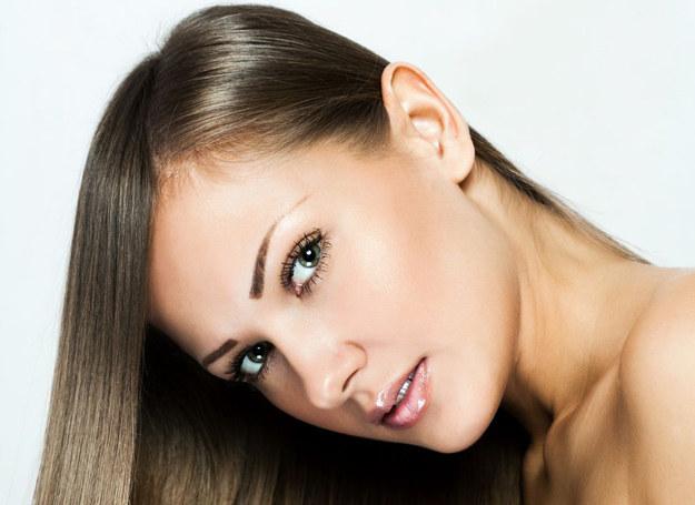 Ty też możesz mieć piękne, lśniące włosy! /123RF/PICSEL