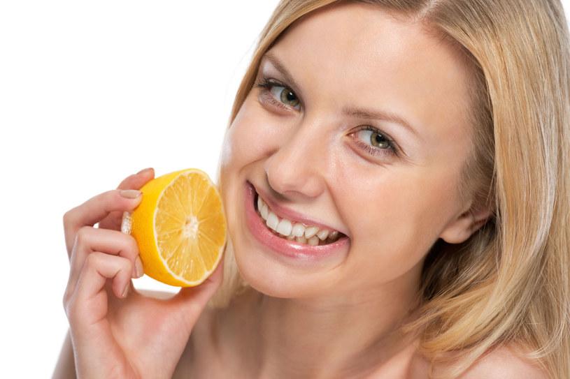 Tygodniowa kuracja sokiem z cytryny oczyści nerki. /123RF/PICSEL