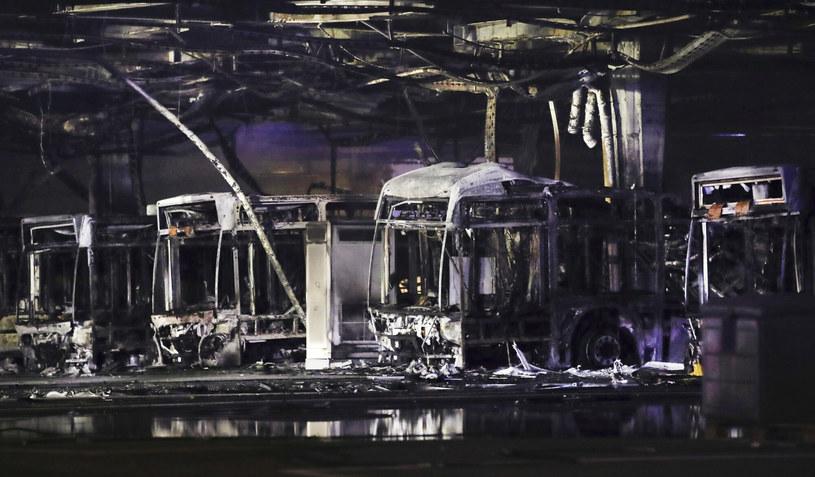 Tyle zostało z 20 autobusów, które stacjonowały na zajezdni w Stuttgarcie /DPA/Associated Press/East News /East News