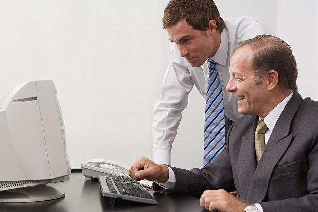 Tylko 3 proc. przedsiębiorców rejestruje się przez internet /©123RF/PICSEL