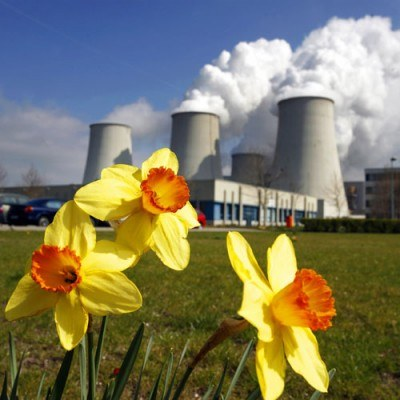 Tylko 42 proc. ankietowanych Polaków opowiedziało się za budową elektrowni atomowej w Polsce /AFP
