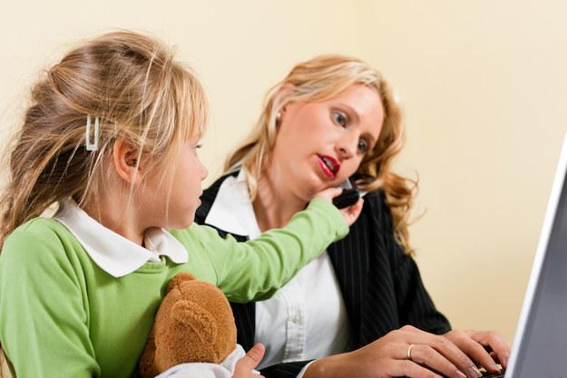 Tylko co 10. Polka jest w stanie pogodzić pracę z opieką nad dzieckiem /© Panthermedia