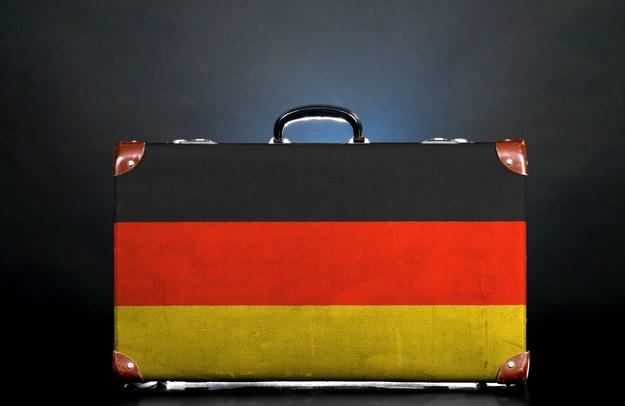 Tylko co piąty Polak nie myśli o emigracji /123RF/PICSEL