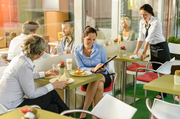 Tylko czterech na dziesięciu Polaków jest szczęśliwych w pracy - wynika z badań /J.M. Guyon - Copyright 2012 /PAP/CTK