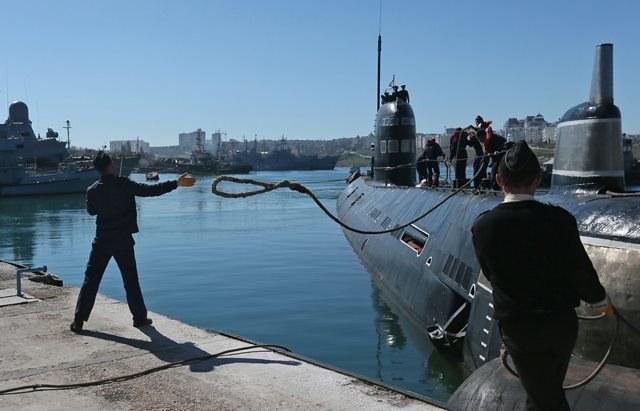 Tylko dziesięć okrętów pozostało marynarce wojennej Ukrainy po zajęciu przez Federację Rosyjską Krymu /Sergei Ilnitsky /PAP/EPA