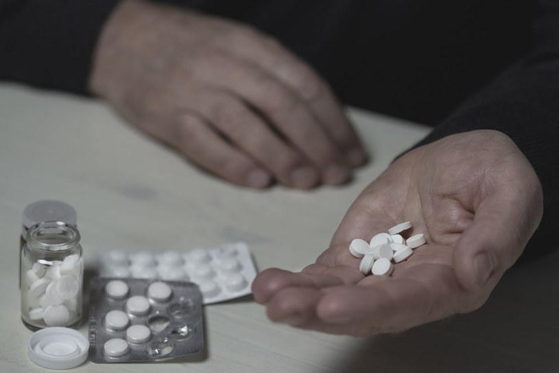 Tylko niepowlekane tabletki możesz rozgnieść, jeśli masz problem z ich połknięciem /123RF/PICSEL