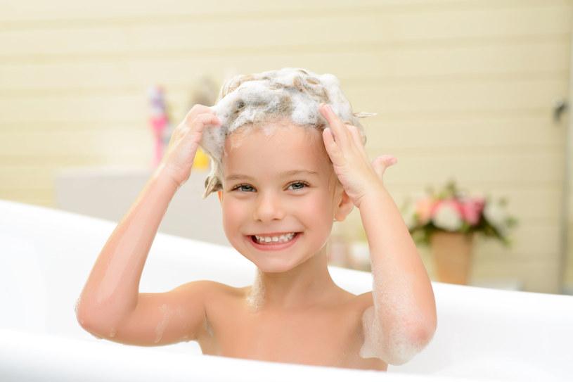 Tylko profesjonalny produkt używany w salonach fryzjerskich jest w stanie poradzić sobie skutecznie z problemem łzawienia oczu /123RF/PICSEL