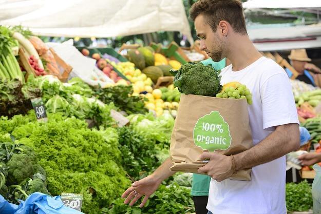 Tylko specjalne oznakowanie produktu daje gwarancję jego ekologicznego pochodzenia /©123RF/PICSEL