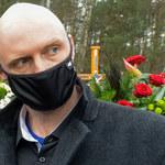 TYLKO U NAS: Krzysztof Krawczyk Junior wylądował na ulicy i śpiewa przeboje taty! Mamy wideo