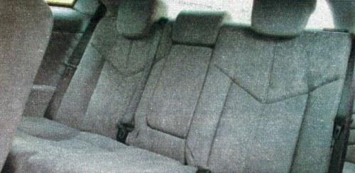 Tylna kanapa została zaprojektowana dla dwóch osób. Na krótki dystans w zupełności wystarczy. /Motor