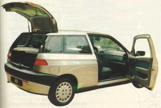 Tylne drzwi otwierają się wraz z kawałkiem dachu. Po złożeniu tylnych siedzeń mamy mały samochód dostawczy. /Motor