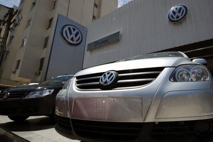 Tylne koła dwóch modeli samochodów nie zostały wystarczająco nasmarowane /AFP