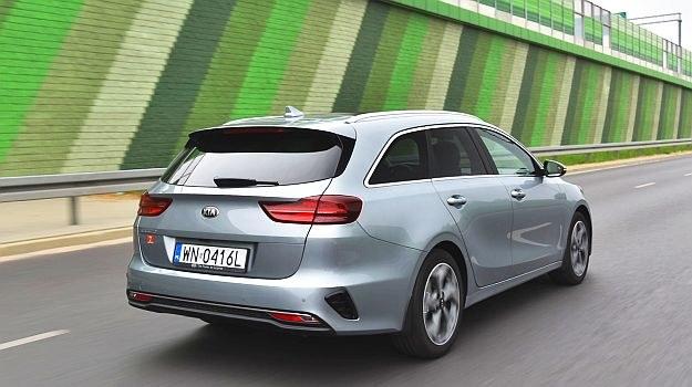 Tylne światła nowego Ceeda Kombi przypominają te stosowane w BMW. /Motor