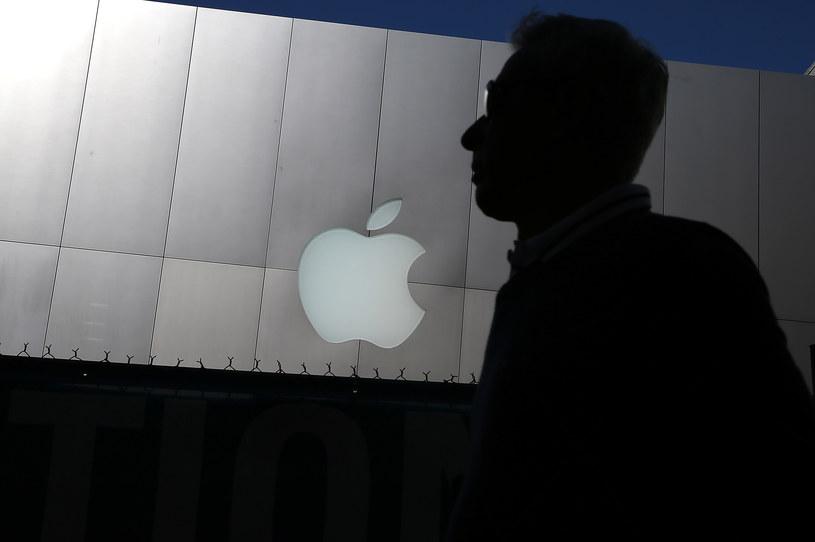 Tym razem celownik cyberprzestępców został wymierzony w klientów firmy Apple. /AFP